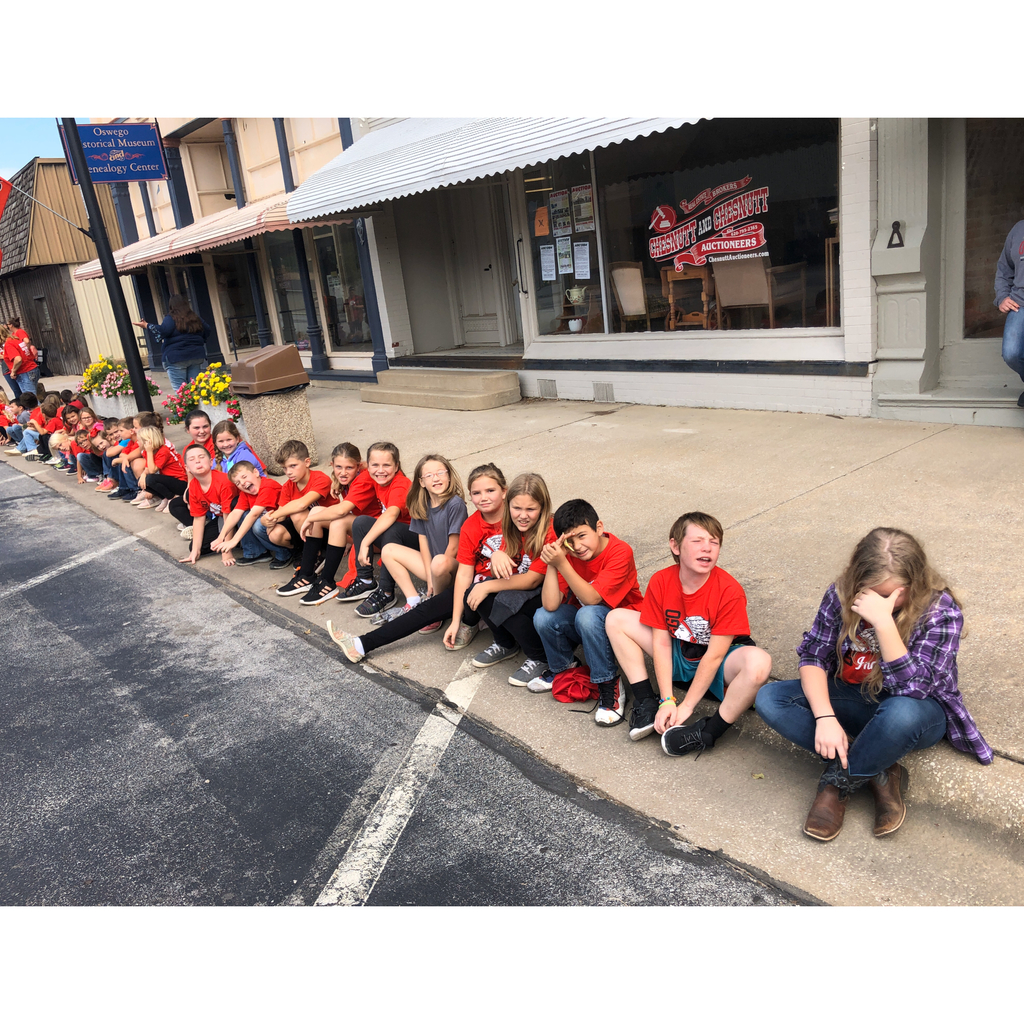 4th grade enjoying the parade